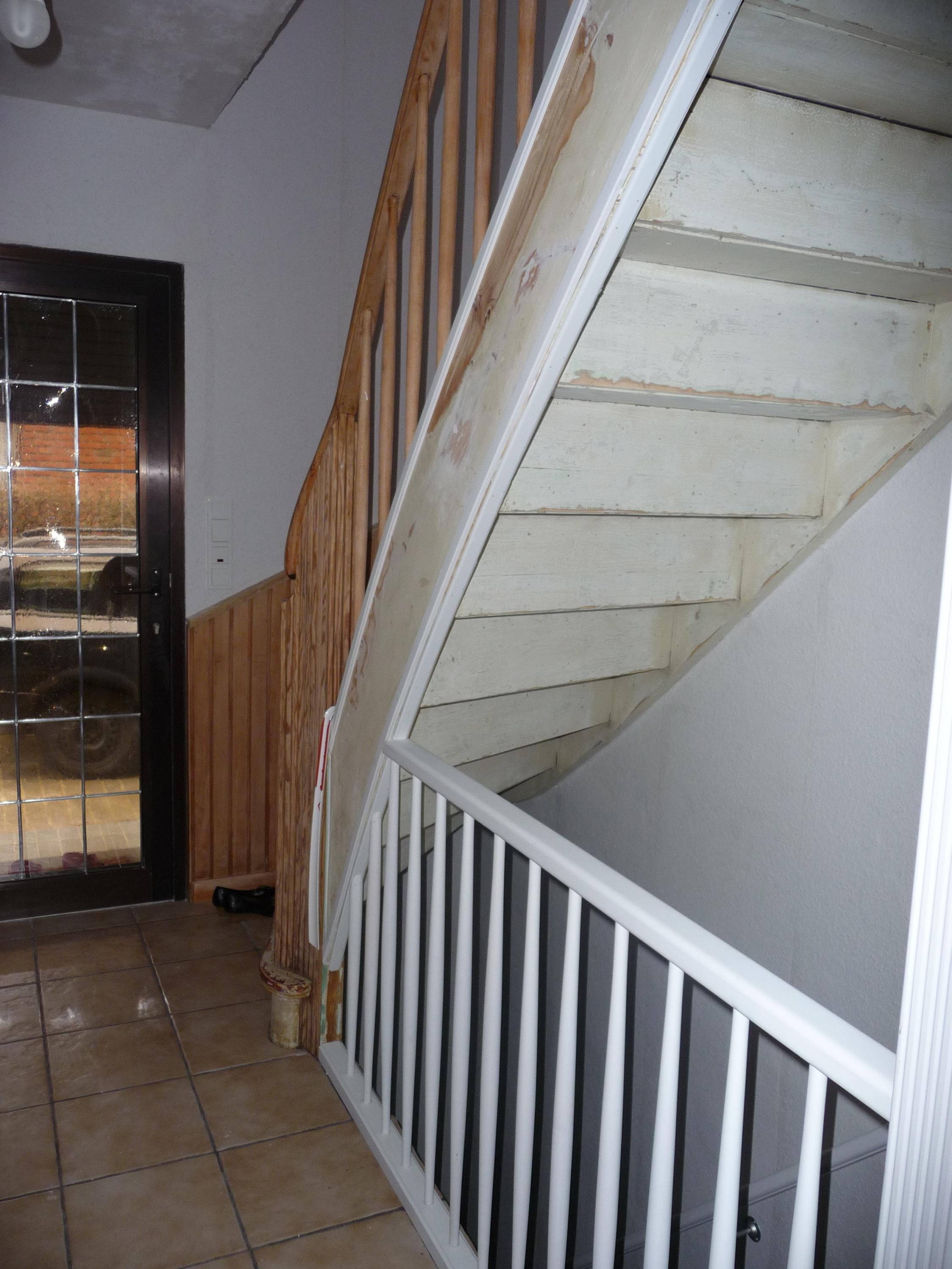 Treppe farbig lackieren