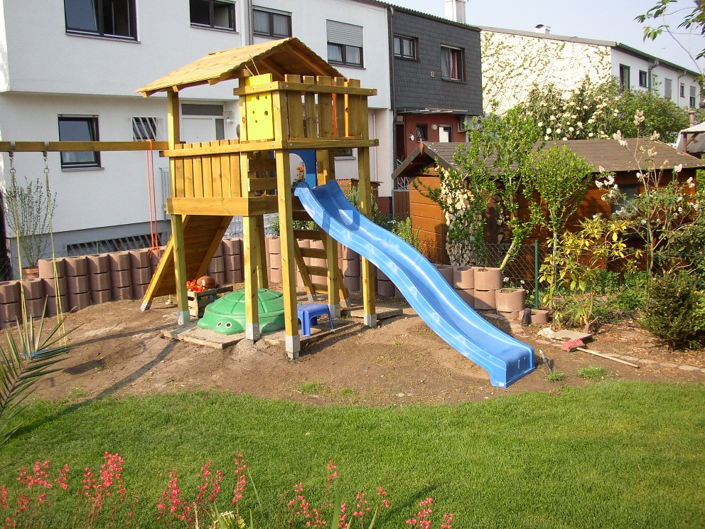 spielplatz kinder im garten. Black Bedroom Furniture Sets. Home Design Ideas